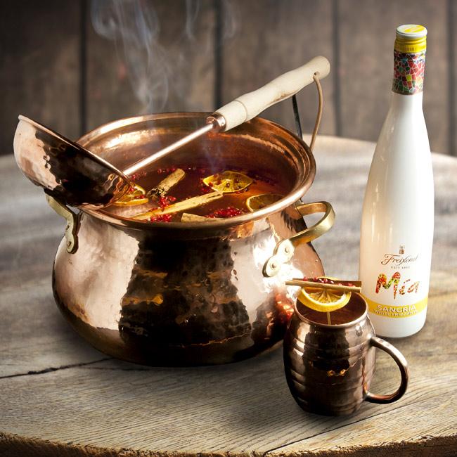 Winter Fizz Cocktail Sangria Mía Freixenet Javier de las Muelas
