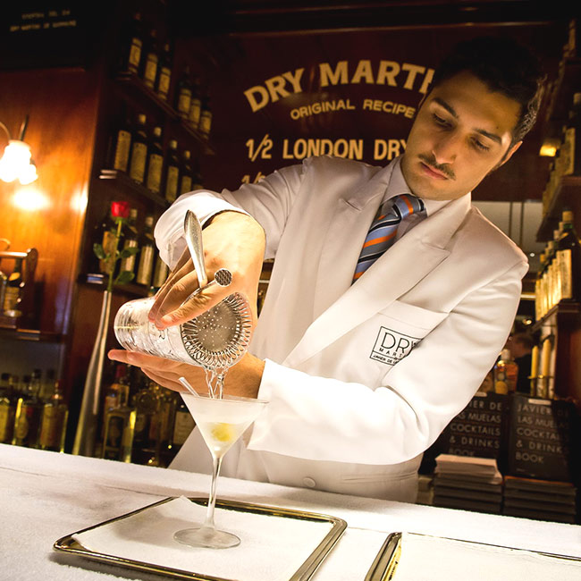 How to use the mixing glass Dry Martini By Javier de las Muelas